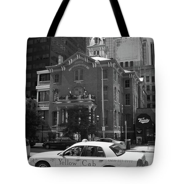 Denver Downtown With Yellow Cab Bw Tote Bag by Frank Romeo