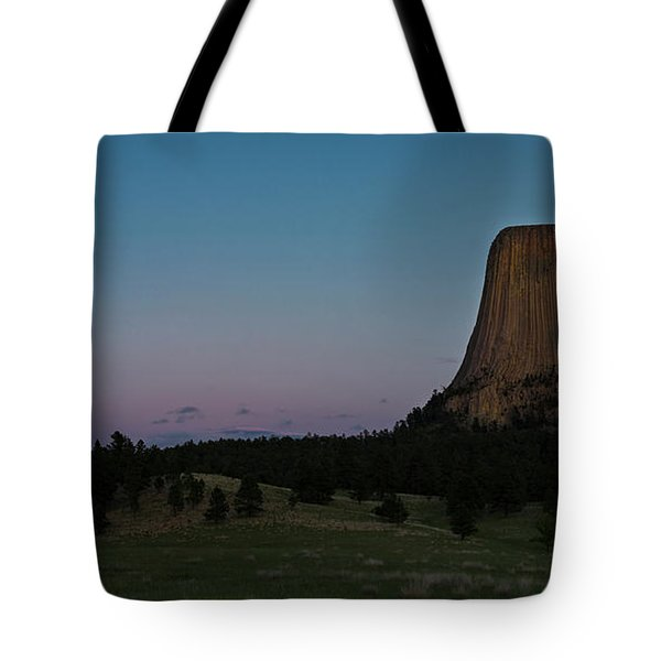 Tote Bag featuring the photograph Devil's Tower At Dusk by Gary Lengyel