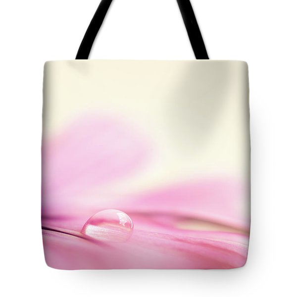 Dew On A Daisy Tote Bag