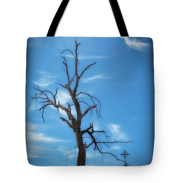 Tote Bag featuring the photograph Dia De Los Muertos by Lynn Geoffroy