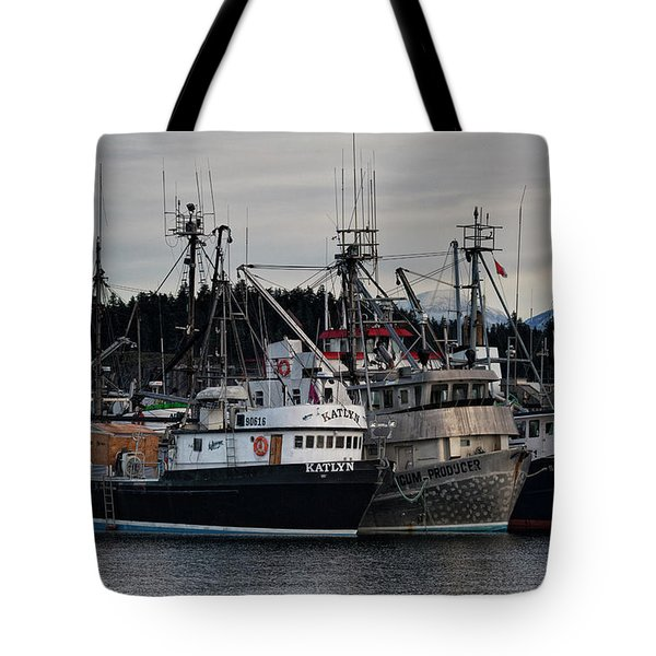 Tote Bag featuring the photograph Discovery Harbour by Randy Hall