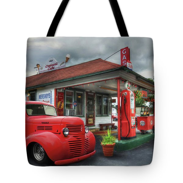Tote Bag featuring the photograph Dodge At Cruisers by Lori Deiter