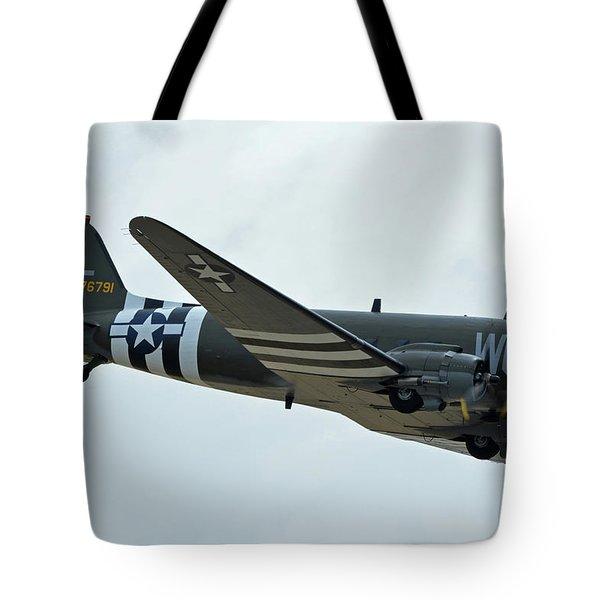 Tote Bag featuring the photograph Douglas C-47b Dakota N791hh Willa Dean Chino California April 30 2016 by Brian Lockett