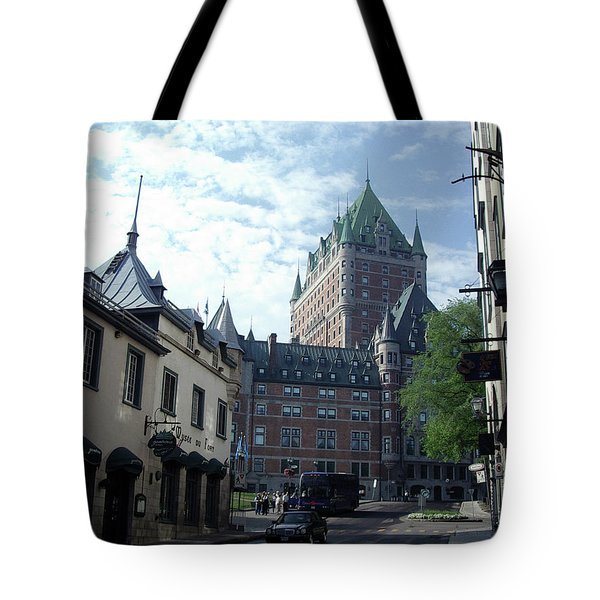 Tote Bag featuring the photograph du Fort Chateau Frontenac by John Schneider