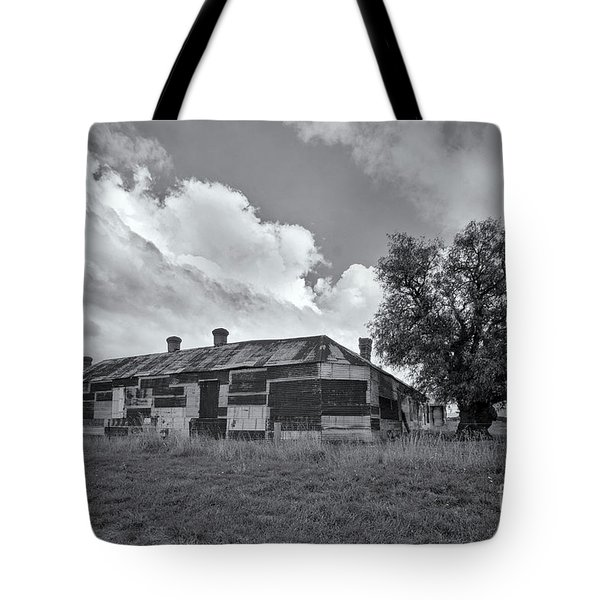Tote Bag featuring the photograph Duckholes Hotel by Linda Lees