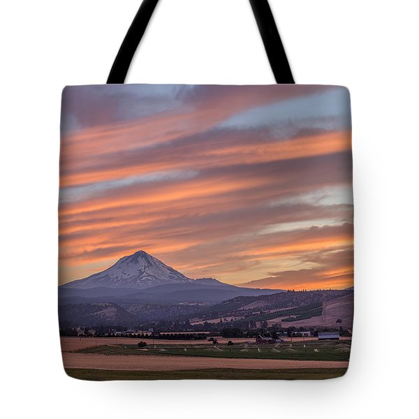 Tote Bag featuring the photograph Dufur Views by Patricia Davidson