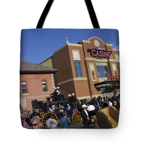 Duke And Duchess Of Cambridge 2 Tote Bag by Donna Munro