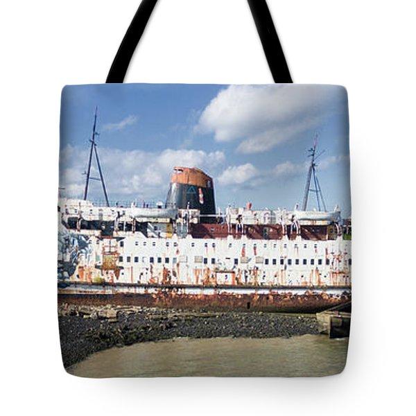 Duke Of Lancaster 3 Pano Tote Bag by Steev Stamford