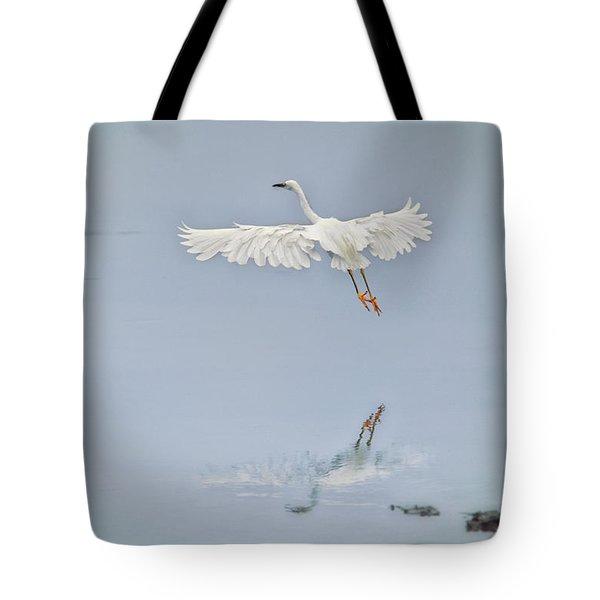 Egret Takes Flight Tote Bag