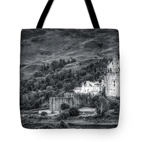 Eilean Donan Castle, Dornie, Kyle Of Lochalsh, Isle Of Skye, Scotland, Uk Tote Bag
