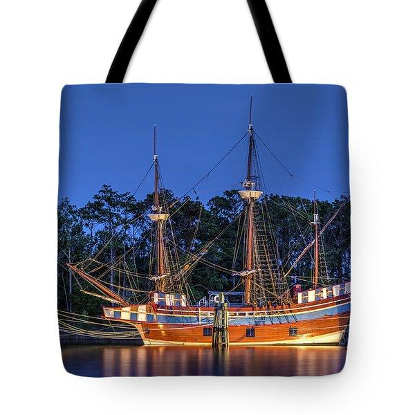 Elizabeth II At Dock Tote Bag