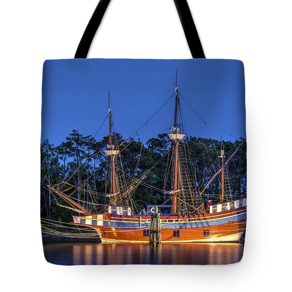 Elizabeth II At Dock Tote Bag
