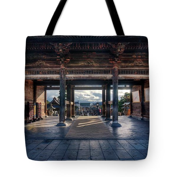 Tote Bag featuring the photograph Escape From Entanglement by Peter Thoeny
