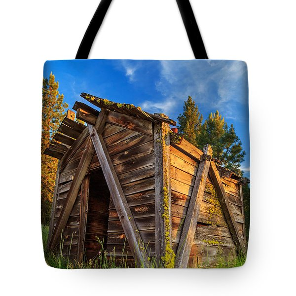 Evening Light On An Old Cabin Tote Bag