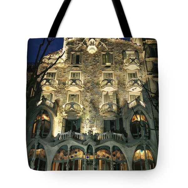 Exterior View Of An Antoni Gaudi Tote Bag by Richard Nowitz