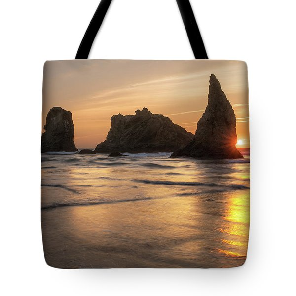 Face Rock Sunset Tote Bag