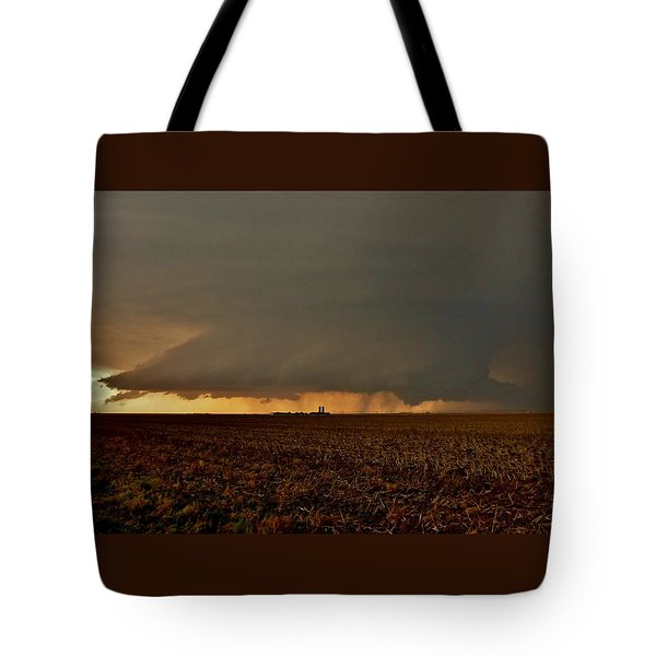 Tote Bag featuring the photograph Farmland Supercell by Ed Sweeney