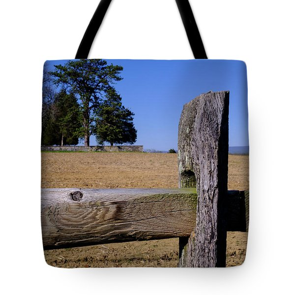 Fence And Farm On A Civil War Battlefield In Antietam Creek Mary Tote Bag