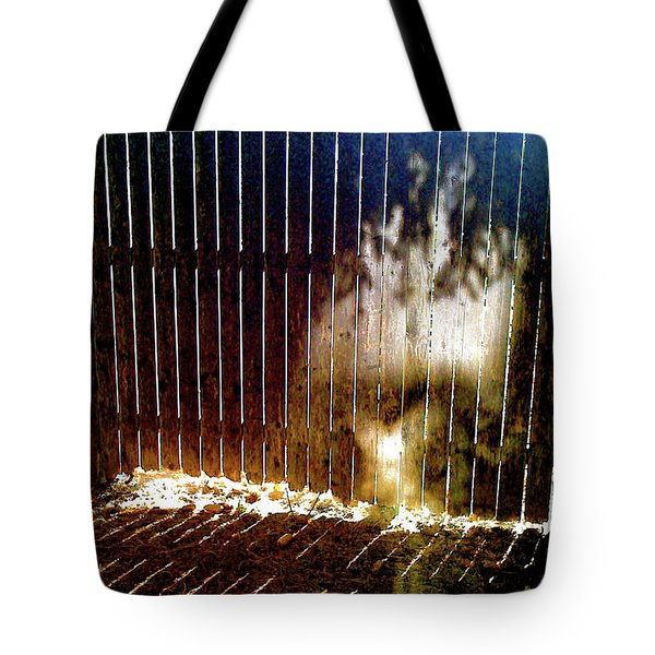 Backyardvisit Tote Bag