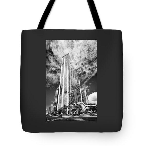 Fla-150531-nd800e-25126pa31-bw Tote Bag by Fernando Lopez Arbarello