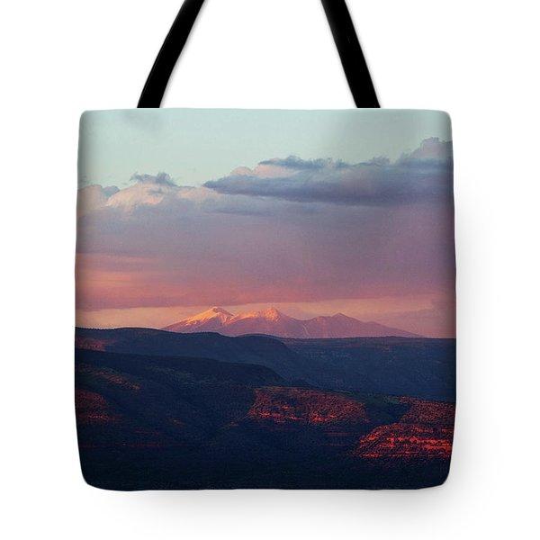 Flagstaff's San Francisco Peaks Snowy Sunset Tote Bag