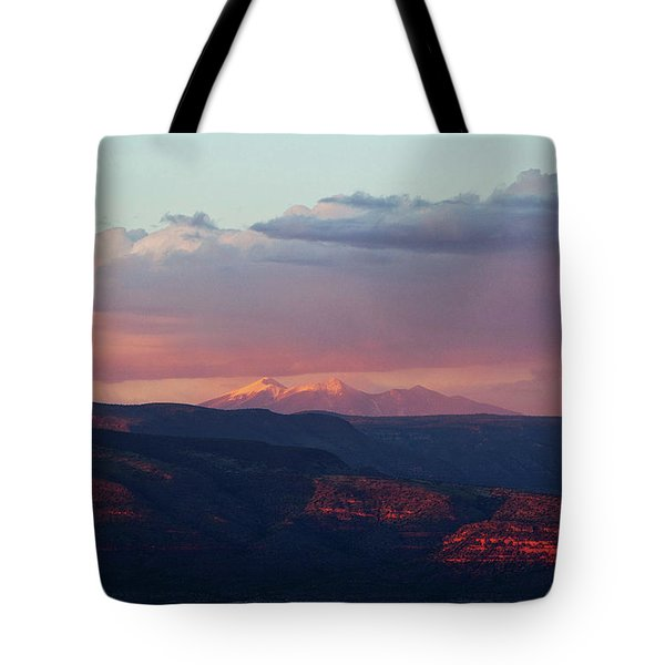 Flagstaff's San Francisco Peaks Snowy Sunset Tote Bag by Ron Chilston