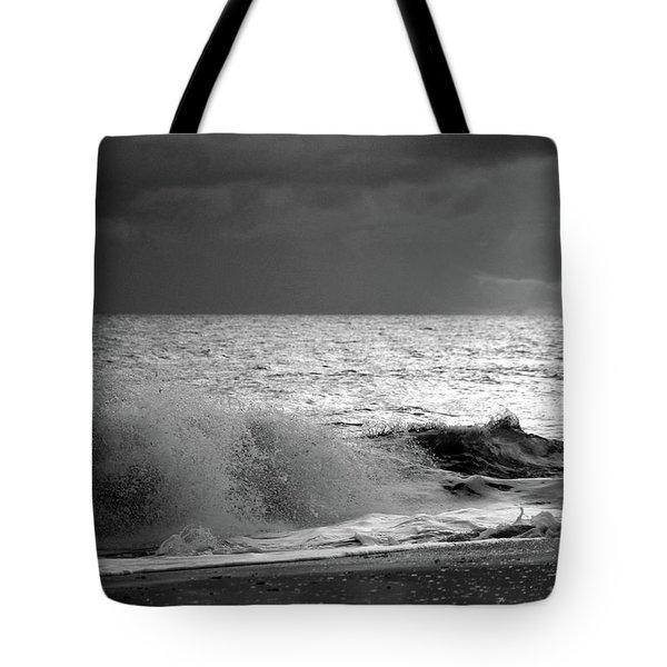 Florida Wave Bw Tote Bag