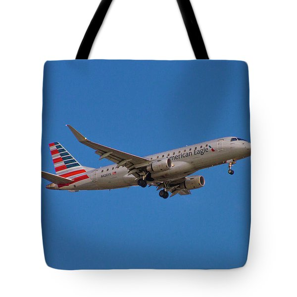 Flying In American Eagle Embraer 175 N426yx Tote Bag