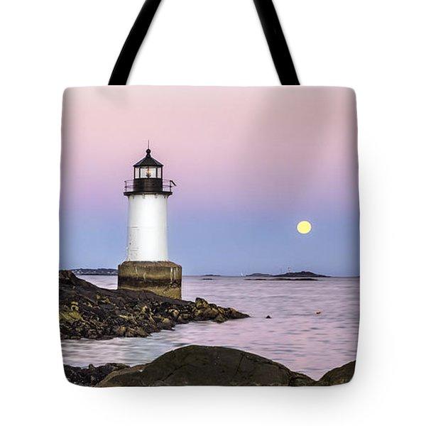 Fort Pickering Lighthouse, Harvest Supermoon, Salem, Ma Tote Bag