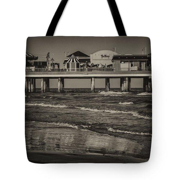 Galveston Pleasure Pier - Black And White Tote Bag
