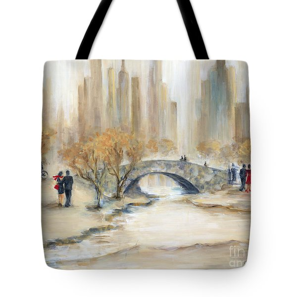 Gapstow Bridge And Lovers Tote Bag