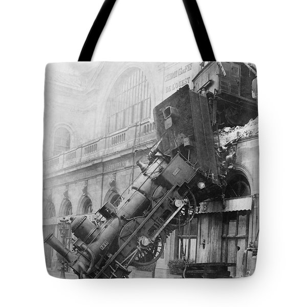 Gare Montparnasse Train Wreck 1895 Tote Bag by Photo Researchers