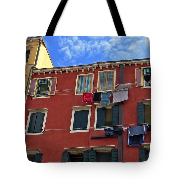 Tote Bag featuring the photograph Getting To Know You by Lynda Lehmann