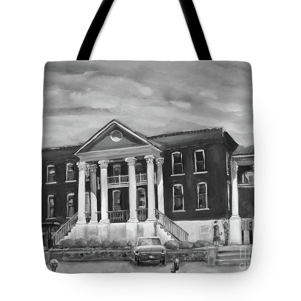 Gilmer County Old Courthouse - Black And White Tote Bag