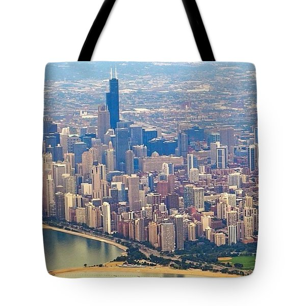 Going In For A Landing At #chicago Tote Bag