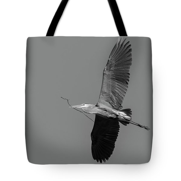 Tote Bag featuring the photograph Great Blue Heron 2017-2 by Thomas Young