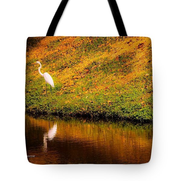 Great Egret At The Lake Tote Bag