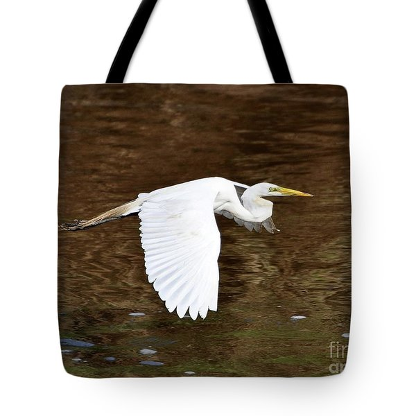 Great Egret In Flight Tote Bag by Al Powell Photography USA