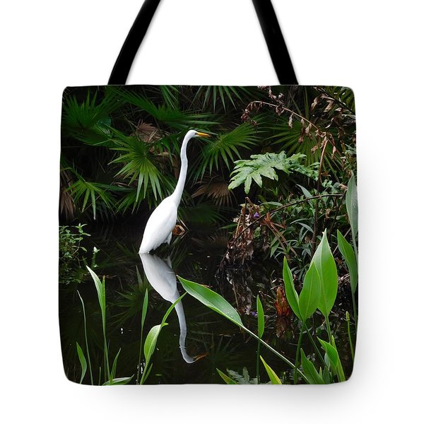 Tote Bag featuring the photograph Great Egret In Pond by Melinda Saminski