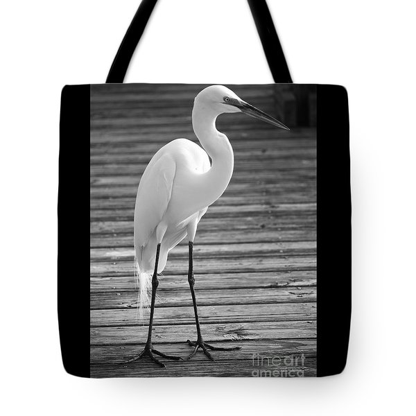 Great Egret On The Pier - Black And White Tote Bag