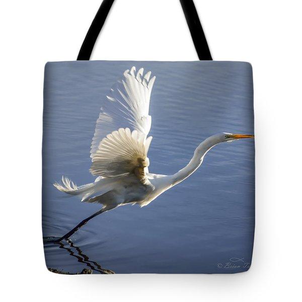 Great Egret Taking Flight Tote Bag