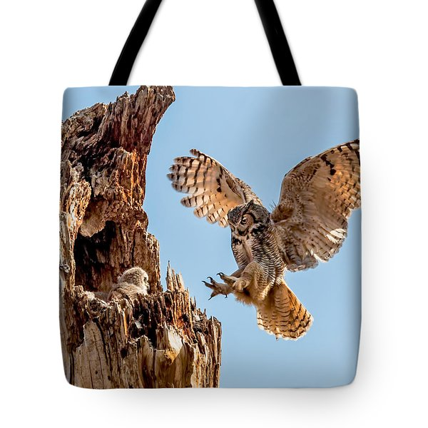 Great Horned Owl Returning To Her Nest Tote Bag