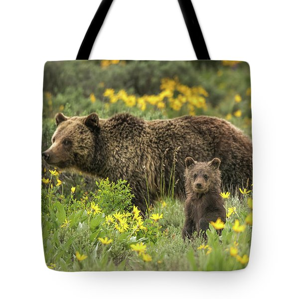 Grizzlies In The Wildflowers Tote Bag