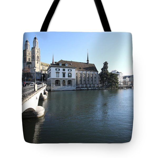 Grossmunster, Wasserkirche And Munsterbrucke - Zurich Tote Bag