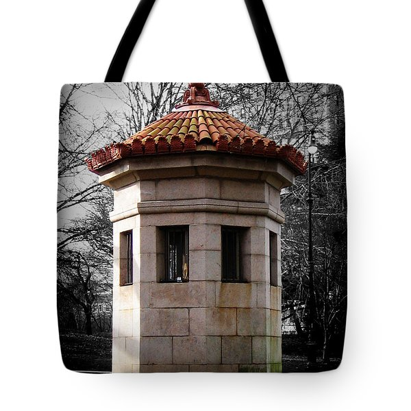 Guardhouse In Prospect Park Brooklyn Ny Tote Bag