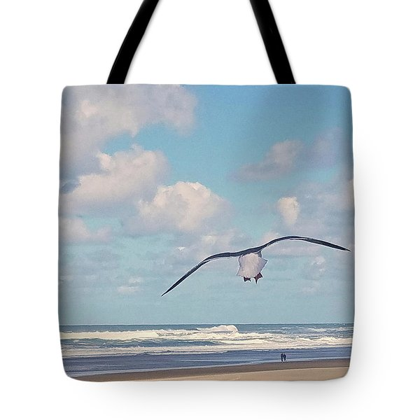 Tote Bag featuring the photograph Gull Getaway by Suzy Piatt
