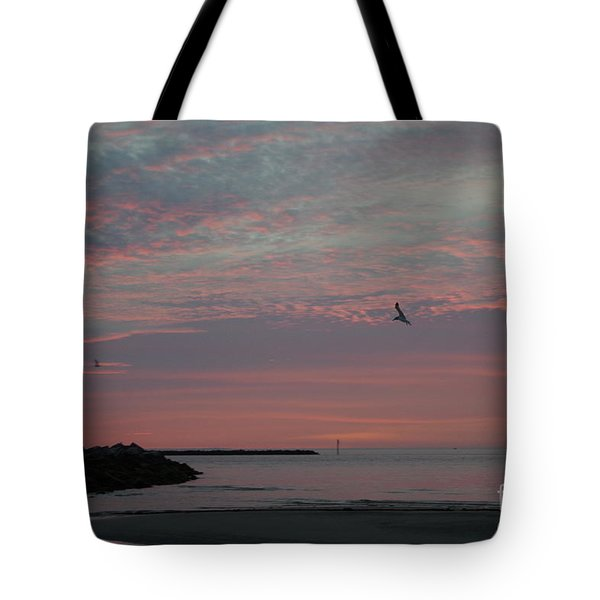 Gull Sunset Tote Bag
