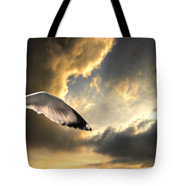 Gull With Approaching Storm Tote Bag