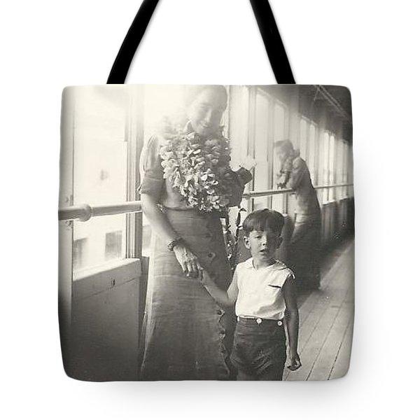 Tote Bag featuring the photograph Hawaiian Cruise by Michael Krek