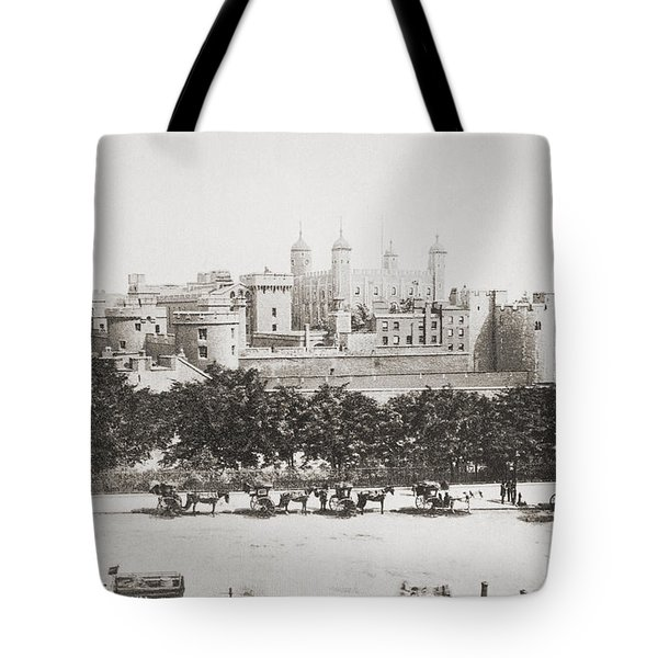 Her Majesty S Royal Palace And Tote Bag